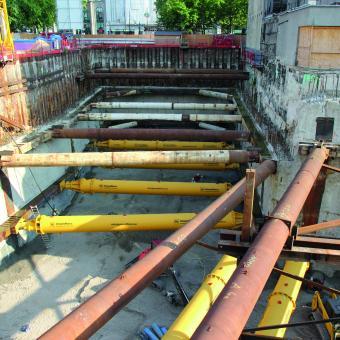 Überblick Baugrube mit Aussteifungskonstruktion