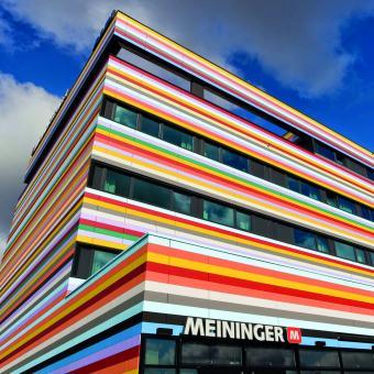 Fassadengestaltung Meininger Hotel Berlin Airport